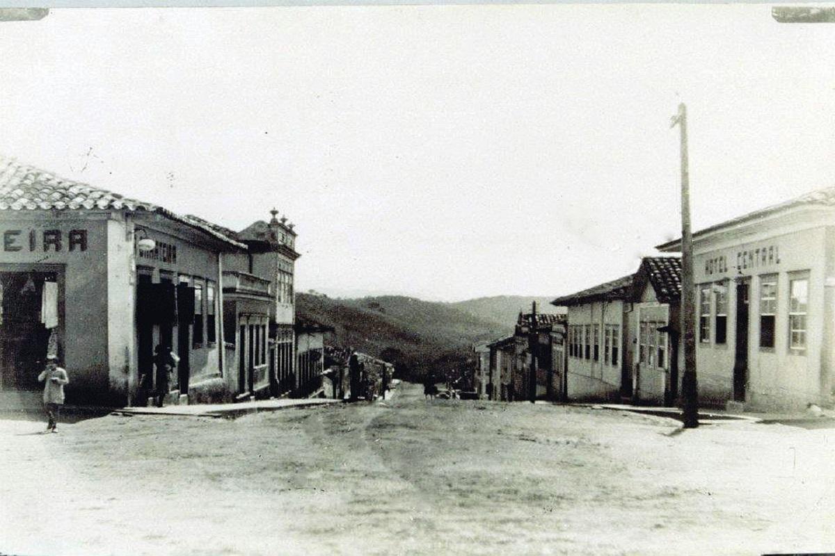 Rua João Moreira Salles, principal rua do município, na década de 60